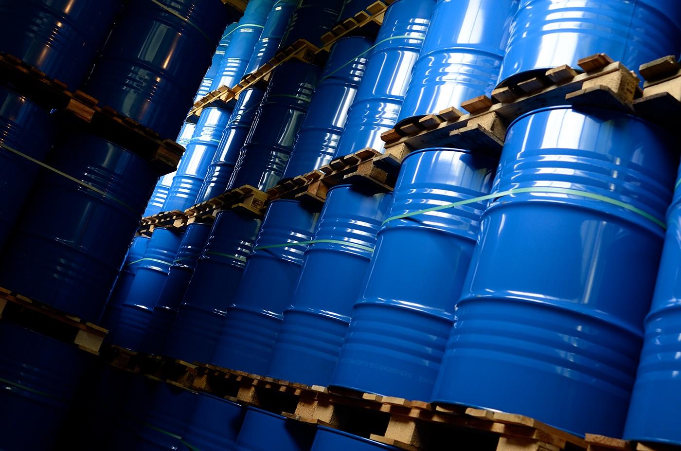 Corona Packaging / Covid19 – 200l Stahlfass Gefahrgutverpackungen, Stahlfässer Volumen bis 320 Liter kaufen. UN-Codierung. Deutsche Fabrikation von WEDTHOFF Industrieverpackungen. Foto ©BO:PICTURE